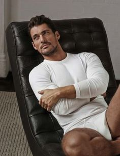 Designed in collaboration with David Gandy, this white stay soft long sleeve vest has the ultimate comfort and fitting.