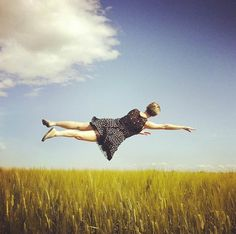 Fantastic iPhone Photos of People Floating in Mid-Air - My Modern Metropolis Photography Series, Photography Projects, Amazing Photography, Landscape Photography, Modern Art Prints, Wall Art Prints, Best Instagram Photos, Modern Metropolis, Nature Pictures