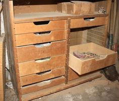 Popular Woodworking Magazine's Glen D. Huey explains a great way to build drawers for your shop or workbench, for lots of simple tool storage.