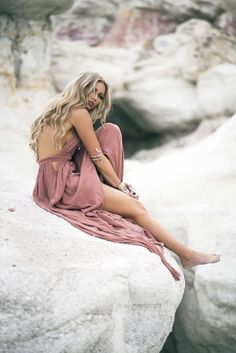 Photo September 22 2019 at womens fashion style hats shoes minimal simple dress ootd summer comfortable for her ideas tips street Beach Photography Poses, Beach Portraits, Portrait Photography, Fashion Photography, Travel Photography, Tumbr Girl, Foto Glamour, Shotting Photo, Photoshoot Inspiration