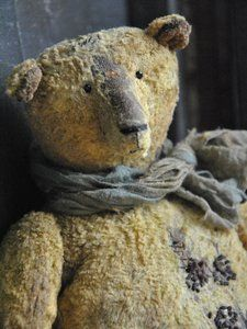 Handmade Teddy Bears and Artist Bears - Thousands of collectable bears displayed by the artists themselves. Old Teddy Bears, Vintage Teddy Bears, Bear Doll, Orangutan, Antique Toys, Old Toys, Hand Embroidery, Embroidery Patterns, Panda Bear