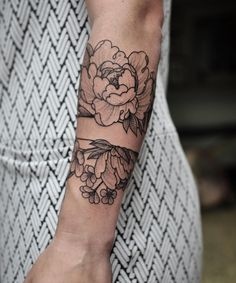 Great placement and design, but I would prefer a different type of flower. #armtattoosdesigns