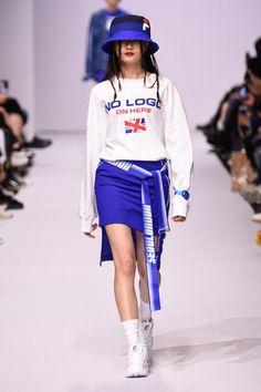Weird Fashion, High Fashion, Sporty Outfits, Fashion Outfits, Winter Fashion Boots, Looks Street Style, Korean Fashion, Seoul Fashion, Runway Fashion