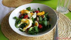 """Zeleninový salát s tuňákem a vajíčkem: """"Rychlovka která zasytí. :-)"""" Caprese Salad, Food, Meals, Yemek, Insalata Caprese, Eten"""