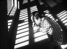 GABRIEL FIGUEROA    Sus primeros trabajos fueron como fotógrafo en películas como Revolución de Miguel Contreras Torres. Además de trabajar con directores mexicanos, Figueroa trabajó también para Hollywood, colaborando con directores de la talla de John Ford y John Huston.