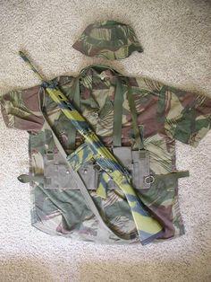 FN-FAL along with Rhodesian army uniform - memories from the bush war. Military Life, Military History, Fal Rifle, Battle Rifle, Long Rifle, Assault Rifle, Cool Guns, Modern Warfare, Guns And Ammo