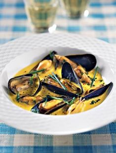 Mustard bouchot mussels - We forget it too often but the crème fraîche is always welcome with the mussels. Seafood Pasta, Fish And Seafood, Seafood Recipes, Gourmet Recipes, Healthy Recipes, Healthy Snacks, Best Mussels Recipe, Scalloped Oysters, Appetizers