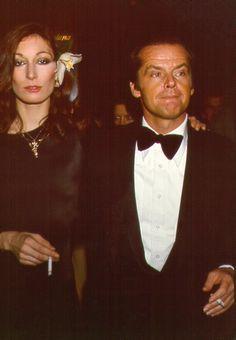 Anjelica Huston et Jack Nicholson en 1970 http://www.vogue.fr/mode/inspirations/diaporama/icnes-le-style-des-party-girls/23979#anjelica-huston-et-jack-nicholson-en-1970