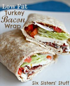 Fat Turkey Bacon Wrap Low Fat Turkey Bacon Wrap from Six Sisters' Stuff makes eating healthy easy.Low Fat Turkey Bacon Wrap from Six Sisters' Stuff makes eating healthy easy. Low Calorie Lunches, No Calorie Foods, Low Calorie Recipes, Low Calorie Wrap, 300 Calorie Meals, Lunch Recipes, Diet Recipes, Cooking Recipes, Healthy Recipes