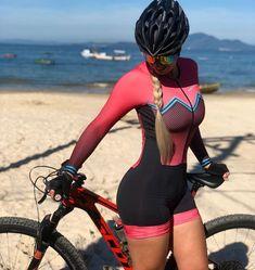 Patricia Ferreira, Female Cyclist, Cycling Girls, Bicycle Girl, Bike Style, Sporty Girls, Curvy Girl Fashion, Athletic Women, Cyclists