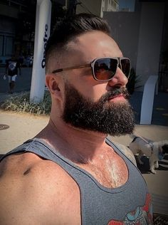 Handsome man and looks good =) Scruffy Men, Hairy Men, Bearded Men, Handsome Man, Beard Styles For Men, Hair And Beard Styles, Male Pattern Baldness, Beautiful Men Faces, Beard Lover