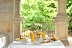Pousada Guimarães is a hotel in Guimarães. Located in a monastery with a stunning view, this charming hotel will provide you with a memorable stay. Mornings, How To Memorize Things, Table Settings, Table Decorations, Home Decor, Decoration Home, Room Decor, Acre, Place Settings