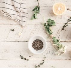 Proper detoxification is important for the effective functioning of body and to remain healthy. Here are the top 10 foods for Detoxification that will help get rid of harmful toxins easily. Sauce Hoisin, Home Remedies, Natural Remedies, Essential Oils Christmas, Diy Body Scrub, Bedtime Snacks, Natural Skin Care, Natural Beauty, Chill Pill