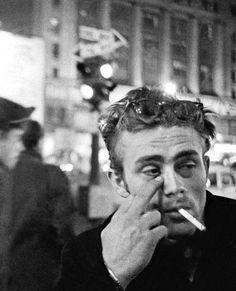 "21.8 tuhatta tykkäystä, 72 kommenttia - Pop Culture in Pictures (@popcultureinpictures) Instagramissa: ""James Dean, 1955 via @lostinhistorypics"""