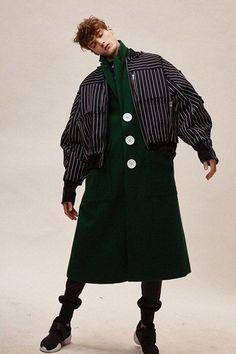fall mens fashion that look cool 585157 Look Fashion, Fashion Details, Fashion Art, Editorial Fashion, High Fashion, Fashion Show, Mens Fashion, Fashion Outfits, Fashion Design