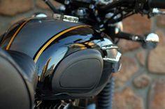 KAWASAKI W800 SPECIAL EDITION BLACK AND GOLD