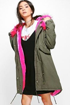 Boohoo - Faux Fur Lined Hooded Parka - pink - https://clickmylook.com/product/faux-fur-lined-hooded-parka-pink/7569809