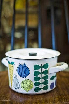 Vegeta Pattern design by Esteri Tomula Canvey Island Scandinavian Living, Scandinavian Design, Vintage Kitchen, Retro Vintage, Kitchenware, Tableware, Vintage Enamelware, Finland, A Table
