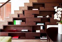 Bajo escaleras 8