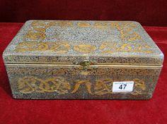 47) An interesting vintage cigar box Est. £10-£15