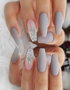 There are three kinds of fake nails which all come from the family of plastics. Acrylic nails are a liquid and powder mix. They are mixed in front of you and then they are brushed onto your nails and shaped. These nails are air dried. Ombre Nail Designs, Acrylic Nail Designs, Nail Art Designs, Nails Design, Cute Nails, Pretty Nails, Best Acrylic Nails, Acrylic Nails Glitter Ombre, Silver Glitter Nails