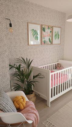 Babykamer meisje Newborn Nursery, Girl Nursery, Nursery Inspiration, Baby Room Decor, Kids And Parenting, Kids Bedroom, Interior And Exterior, Toddler Bed, Flooring