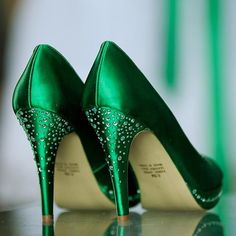 Green wedding shoes #weddingshoes