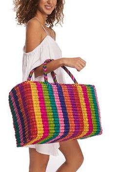Crochet Bags Designs Pinata Bag - From the beach to your favorite brunch spot. Our multicolored tote Love Crochet, Diy Crochet, Leather Bag Tutorial, Purse Tutorial, Crochet Shell Stitch, Basket Bag, Crochet Handbags, Knitted Bags, Crochet Designs