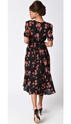 1940s Style Black & Pink Floral Keyhole Crepe Sleeved Dress