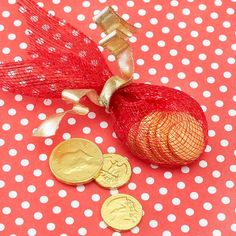 Show your valentine how much you treasure him or her with this simple food gift idea: wrap red mesh around a few pieces of chocolate coin candy and hold together with a golden ribbon./