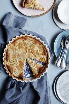 Tartelette: Pear and Frangipane Tart Tolle Desserts, Köstliche Desserts, Great Desserts, Delicious Desserts, Yummy Food, Funnel Cakes, Winter Desserts, Unique Recipes, Sweet Recipes