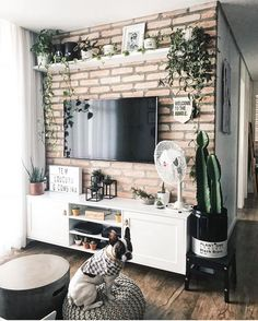 10 Ideas on How to Decorate a TV wall Decor, Home Living Room, Living Room Decor Apartment, Apartment Living Room, Home Decor, Apartment Decor, Interior Design Living Room, Home And Living, Living Room Tv