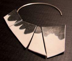 Manuela Gandini - 'MACCHIE' collana  porcellana bianca e smaltata nera | argento 925 , pelle