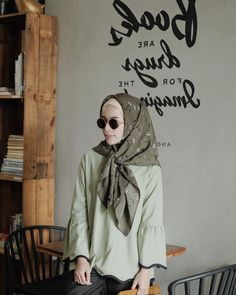 Greens🍃🍃 —— Top me likey! Casual Hijab Outfit, Ootd Hijab, Vibes Tumblr, Freedom Travel, Vibe Video, Green Tops, Hijab Fashion, Casual Looks, Muslim