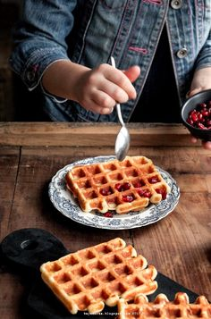 Fluffy Waffles, Greek Yogurt, Sweet Tooth, Good Food, Food And Drink, Snacks, Cookies, Yummy Yummy, Breakfast