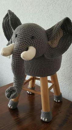 Crochet Wool, Crochet Cushions, Cute Crochet, Crochet Crafts, Crochet Baby, Crochet Projects, Crochet Monkey Pattern, Crochet Patterns, Crochet Furniture