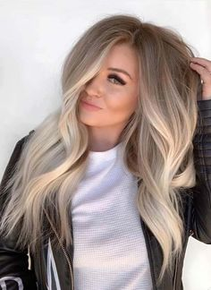 Are you going to balayage hair for the first time and know nothing about this technique? We've gathered everything you need to know about balayage, check! Ombre Hair Color, Hair Color Balayage, Hair Highlights, Brown Highlights, Ash Blonde Hair Balayage, Ashy Blonde, Warm Blonde, Light Blonde, Blonde Ombre Short Hair