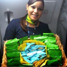 panorama:    Aeromoça da Azul Inova no Serviço de Bordo   ...