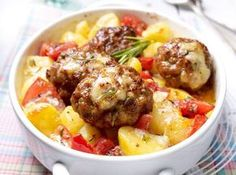 Frikadellengratin mit Knoblauchkartoffeln Our popular recipe for meatball gratin with garlic potatoes and over more free recipes on LECKER. Grilling Recipes, Meat Recipes, Cooking Recipes, Healthy Recipes, Free Recipes, Garlic Potatoes Recipe, Eat Smart, Meatball Recipes, Popular Recipes