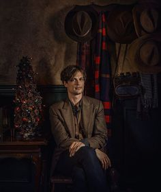 Matthew with his hats, Actor on Criminal Minds Dr Reid, Dr Spencer Reid, Spencer Reid Criminal Minds, Criminal Minds Cast, Matthew Gray Gubler, Matthew Grey, Aidan Turner, Crimal Minds, Daddy Issues