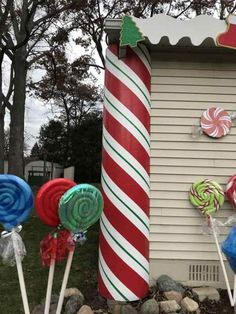 Gingerbread Christmas Decor, Candy Land Christmas, Christmas Yard Art, Christmas Crafts, Gingerbread Houses, Christmas Ideas, Large Outdoor Christmas Decorations, Inflatable Christmas Decorations, Candy Christmas Decorations