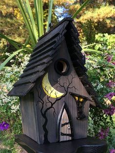 ArtisTree Spooks Bird House #birdhousetips #birdhouseideas