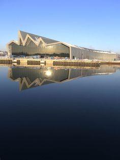 Zaha Hadid - Riverside Museum,Glasgow,England - New museum of transport Glasgow Architecture, Museum Architecture, Contemporary Architecture, Amazing Architecture, Architecture Details, Glasgow Museum, Glasgow City, Arquitectos Zaha Hadid, Zaha Hadid Architects