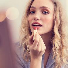 Ota kesä vastaan tyylikkäästi! Tule mukaan Oriflameen jo tänään, niin pääset nauttimaan sosiaalisesta myynnistä suosittelemalla tuotteita. Kiinnostuitko? Kerron mielelläni lisää. Faith, Skin Care, Fashion, Moda, Fashion Styles, Skincare Routine, Skins Uk, Loyalty, Skincare