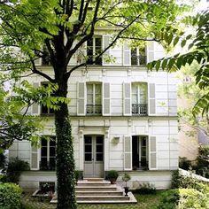 Hôtel Particulier Montmartre. 23, avenue Junot, Pavillon D Paris 75018. Ancienne propriété de la famille Hermès transformée en hôtel chic et bar à l'avenant...  ©GB