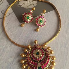 These Virbrant Antique Jewelleries Are Sure To Steal Your Heart! These Virbrant Antique Jewelleries Are Sure To Steal Your Heart! Jewelry Design Earrings, Gold Earrings Designs, Pendant Jewelry, Beaded Jewelry, Silver Jewelry, Quartz Jewelry, Bar Earrings, Necklace Designs, Antique Jewellery Designs