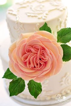GOTTA TRY THAT ROSE!  GROUP AND STACK PETALS AND FOLD IN THE MIDDLE 5X.  THEN FORM OUTSIDE PETALS.  كيكة لحفل زواج - Wedding fancy cake