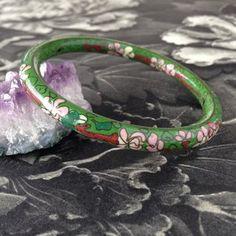 cloisonne bangle Brutalist Design, Vintage Pottery, Vintage Jewellery, Vintage Bohemian, Contemporary Jewellery, Vintage Buttons, Bangles, Jewelry, Vintage Ceramic