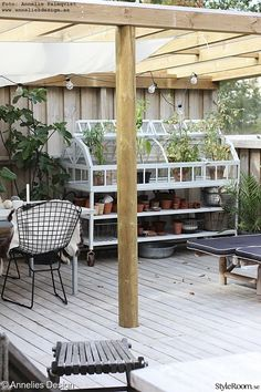 Even though old within strategy, this pergola is going through somewhat of a current rebirth Pergola Designs, Patio Design, Door Protection, Timber Roof, Getaway Cabins, Light Trails, Porch Lighting, Simple Colors, Diy Pergola