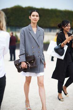 Street Chic: Paris Fashion Week - Street Chic Looks Cool Street Fashion, Street Chic, Look Fashion, Autumn Fashion, Paris Fashion, Fashion Design, Fashion Trends, Womens Fashion, Feminine Fashion